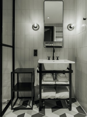 Hotel V Fizeaustraat Bathroom 1
