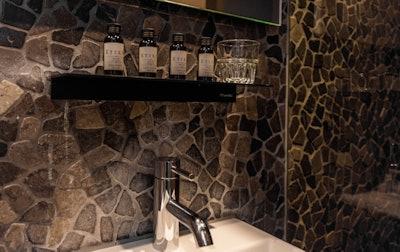 Hotel V Frederiksplein Bathroom 3