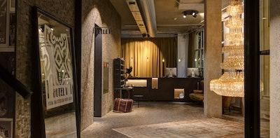 Hotel V Nesplein Frontdesk 16