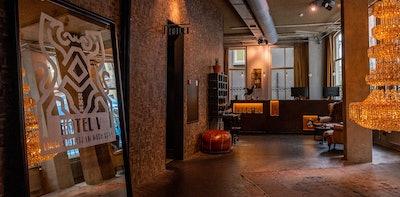 HOTEL V NESPLEIN FRONT DESK 8